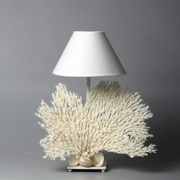 Lampada con rami di corallo