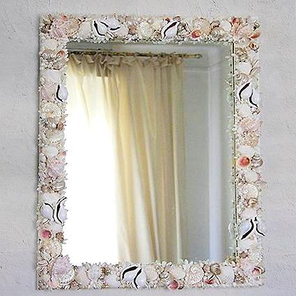 Specchio con conchiglie