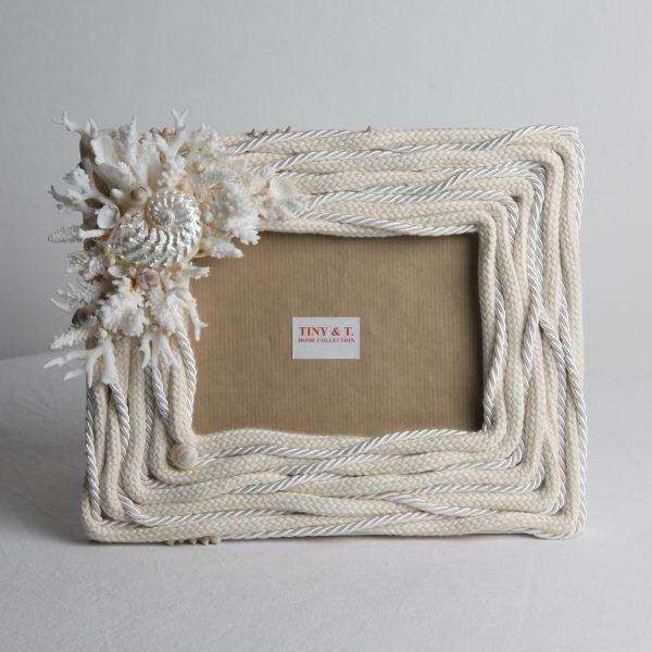 Cornice in legno con cima marinara, coralli e conchiglie