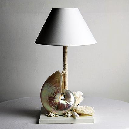 Lampada con nautilus in madreperla