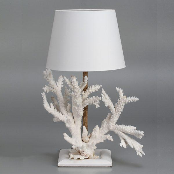 Lampada con corallo bianco