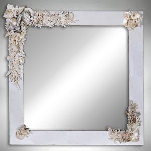 Specchio grigio conchiglie